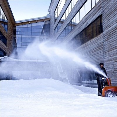 Убирайте снег без особых усилий со снегоотбрасывателем Husqvarna!