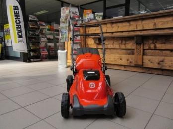 Аккумуляторная газонокосилка Husqvarna LC 141 Li - купить у официального дилера Хускварна