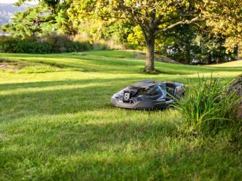 робот газонокосилка хускварна